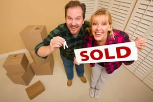 Carousel_image_bc950edbe6ea07a19560_tapinto_january_2019_couple_sold_sign_keys_moving_boxes