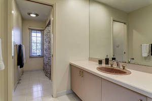 70 Bathroom.jpg