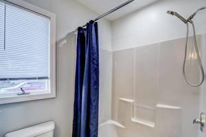 023_Main Bath.jpg