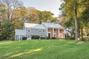 24 Tanglewood Drive, Summit, NJ:$995,000