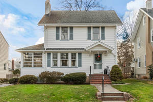 3 Bedroom Colonial in Westfield