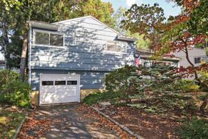 142 Bradford St, New Providence: $465,000