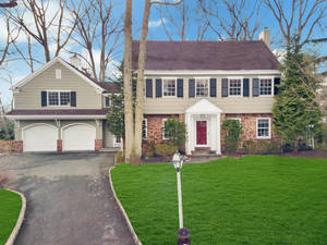 10 Pine Terrace East, Short Hills, NJ: $2,049,000