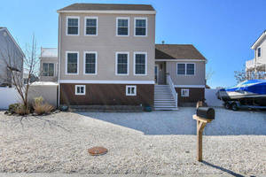 $559,900 136 Evelyn Drive Manahawkin, NJ 08050