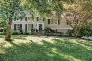 32 Tanglewood Dr, Summit NJ: $1,195,000