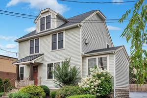 40 Farley Place, Short Hills, NJ:  $499,000