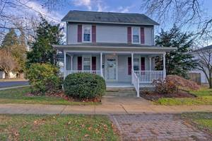 Price REDUCED!  Great Location! Close to Freehold Shops & Restaurants!