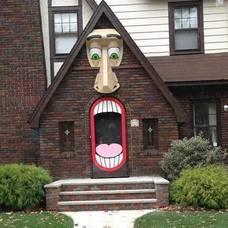 Carousel_image_cc37c115b5a11771b3a7_9e0336ef3da7db369548_halloween_house_in_maplewood