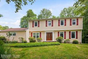 Lovely Colonial in Warren