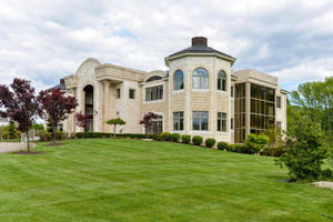 20,000 Square Ft. of Dramatic Floor Plan
