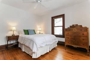 11_PearlSt_green pillow bedroom_web.jpg