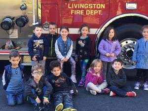 Carousel image d6ceeda23decf0956195 livingston fire department visits the early school  12