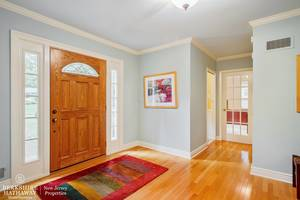 02_42SussexRoad_32_Foyer_HiRes.jpg
