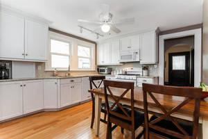 11_PearlSt_kitchen 2_web.jpg