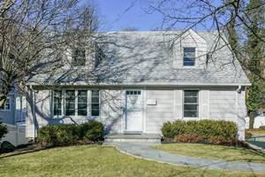17 Hughes Place, Summit, NJ: $515,000