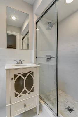 70 Upstairs Bathroom.jpg
