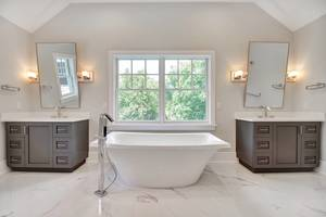 16 - Luxurious Bath (1 of 3).jpg