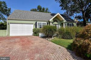$255,900 316 Deer Lake Court Manahawkin, NJ 08050