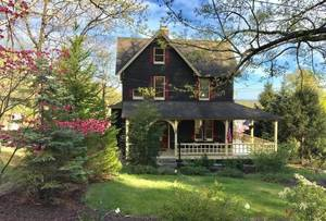Historic Victorian home in Wyoming Area of Millburn