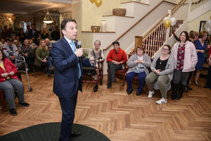 Carousel_image_e6035659ebb4b805e160_mayor_brad_cohen_speaks