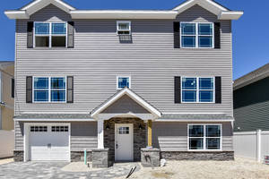 $629,900 24 Shirley Ln. Manahawkin, NJ 08050