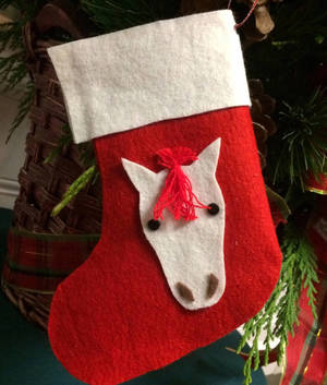 Carousel_image_e7717919dd0fc9c14727_horse_stocking_craft_rs