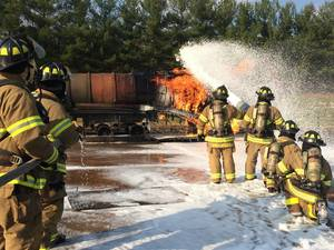 Carousel_image_ead848a5624b5e1fb32e_the-recruits-learn-how-to-use-foam-on-a-flammable-liquid-fire