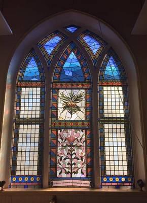 Carousel image eba77a54fe36185476bb chapel window