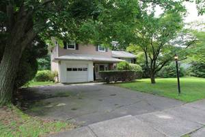 12 Douglass Lane Middlesex, NJ