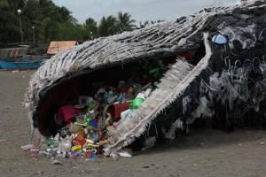 Carousel image edf55924e7fa1ce7c06e naic cavite art installation beached whale plastics greenpeace southeast asia 05112017