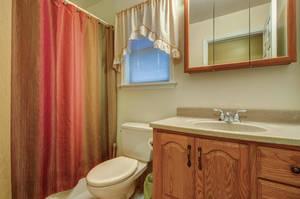 5 Schmidt Ln Clark NJ 07066-large-032-016-Bathroom-1500x997-72dpi - Copy.jpg