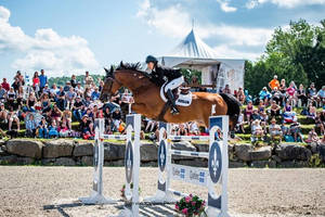 Carousel_image_f12014604bac957358bf_bromont_deslauriers