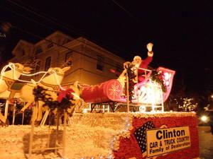 Carousel_image_f1c8dc502333fa70ad47_parade_santa_1