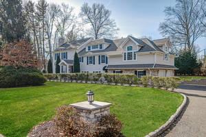 2 Briarwood Drive, Short Hills, NJ:  $1,788,000