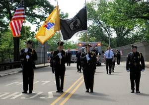 Carousel_image_f3cbbf2f9c8afc6c1e69_memorial_day_parade