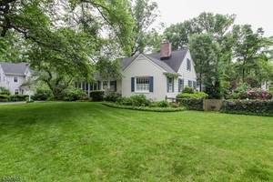 14 Crestwood Lane, Summit NJ: $1,075,000