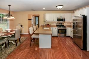 012_Kitchen.jpg