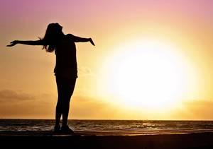 Carousel image f76e2d4b7dd1e72ce2ea happy woman sunset silhouette 591576 1920