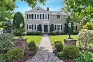 Classic Summit Colonial on Cul-desac