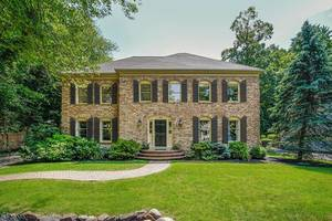 42 Woodmere Dr, Summit NJ: $1,385,000