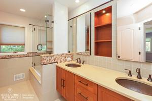 16_19HunterdonBlvd_8_Bathroom_HiRes.jpg