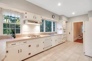 07 - Kitchen (1 of 2).jpg