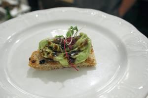Carousel_image_fa95a54f2e3b4239d5bb_guac_spot_avocado_toast_r_078