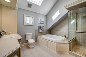 55 Master Bathroom.jpg