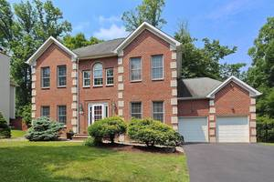 Beautiful Renovated Colonial!
