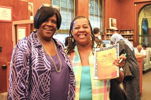 Local Author and TV Personality Put Pens to Books in Roselle, photo 14