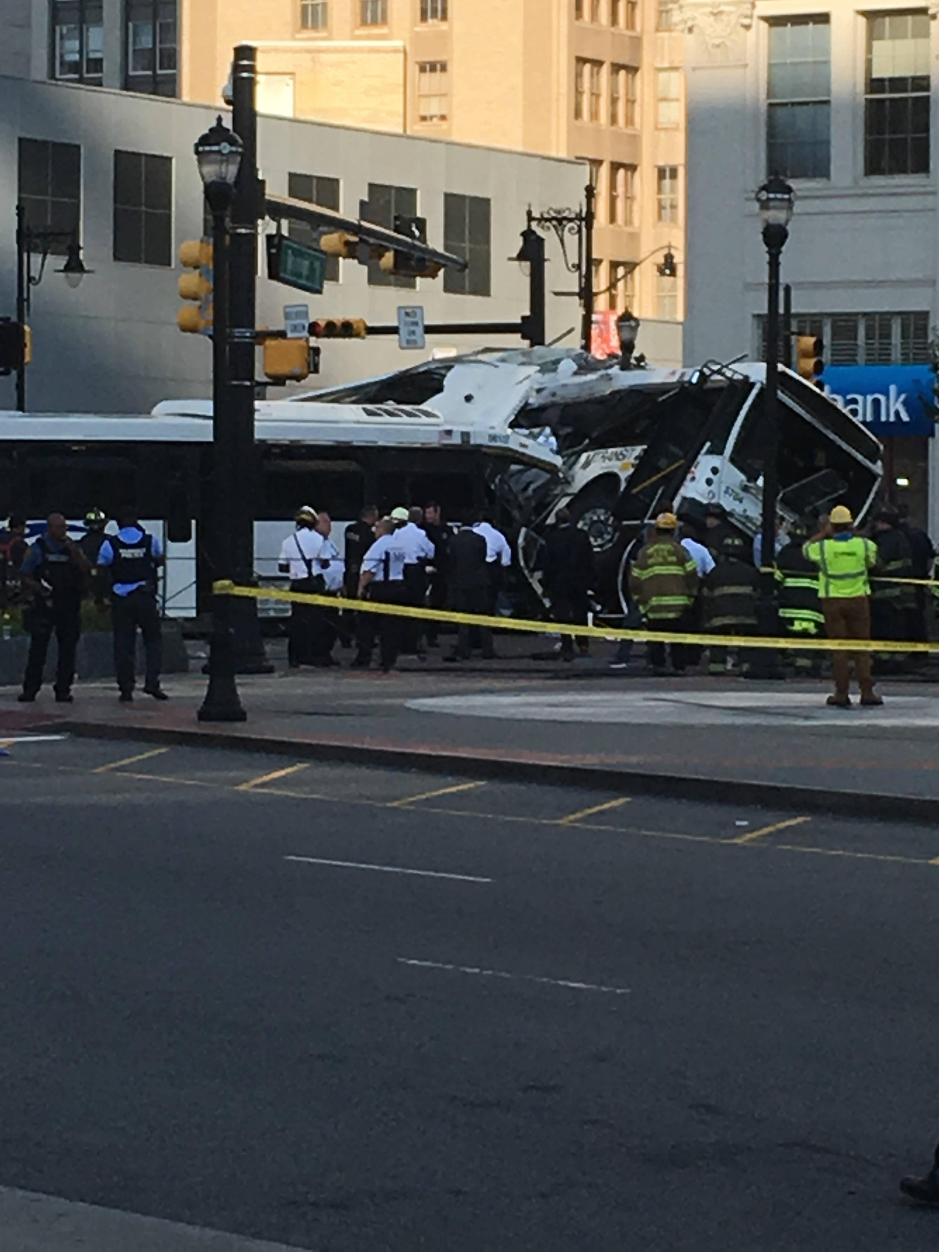 28c471e6944c08e3791d_Bus_crash_4.jpg