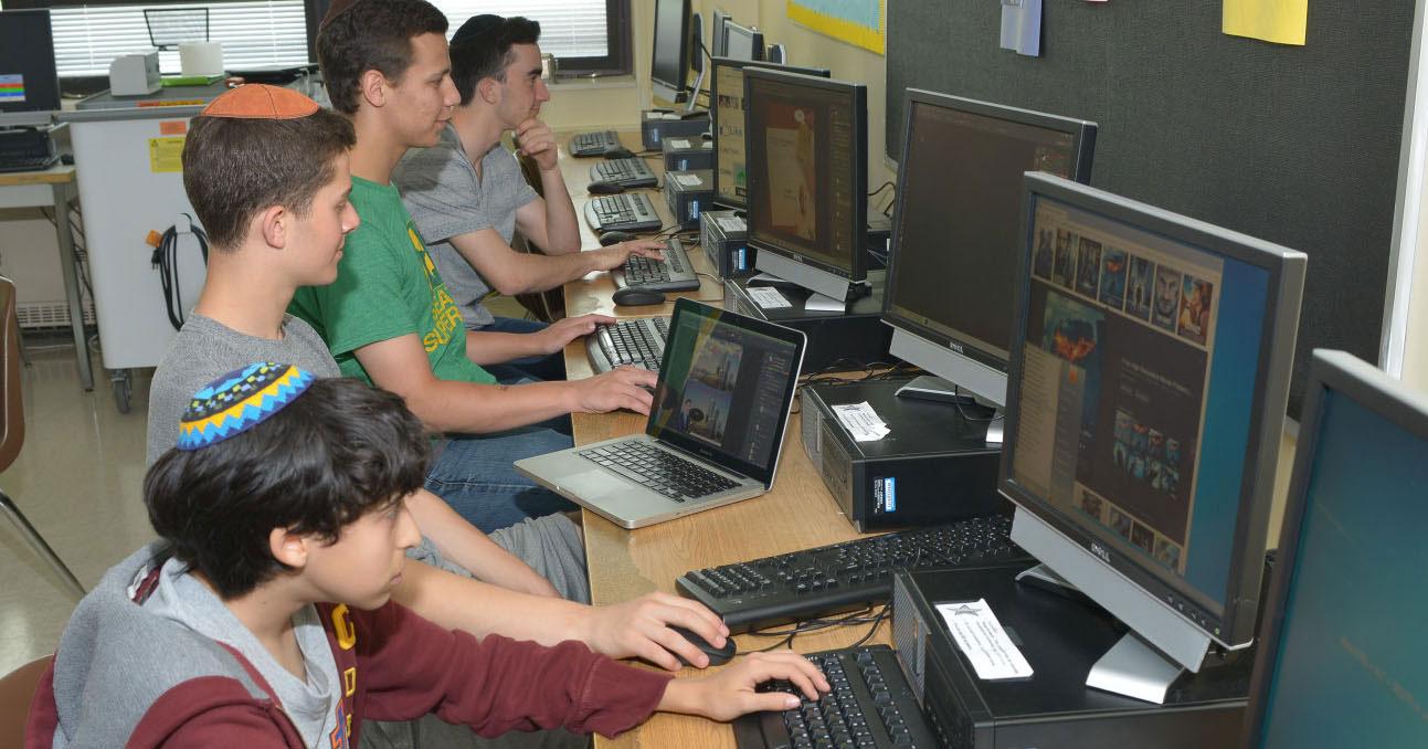 e39b68695cc38d68fe96_Upper-School-Computer-Lab.jpg