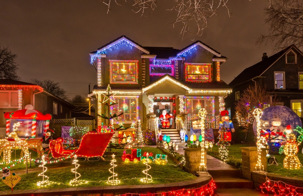 9dda2650d10eee5f0bf8_Christmas_Lights_4.jpg