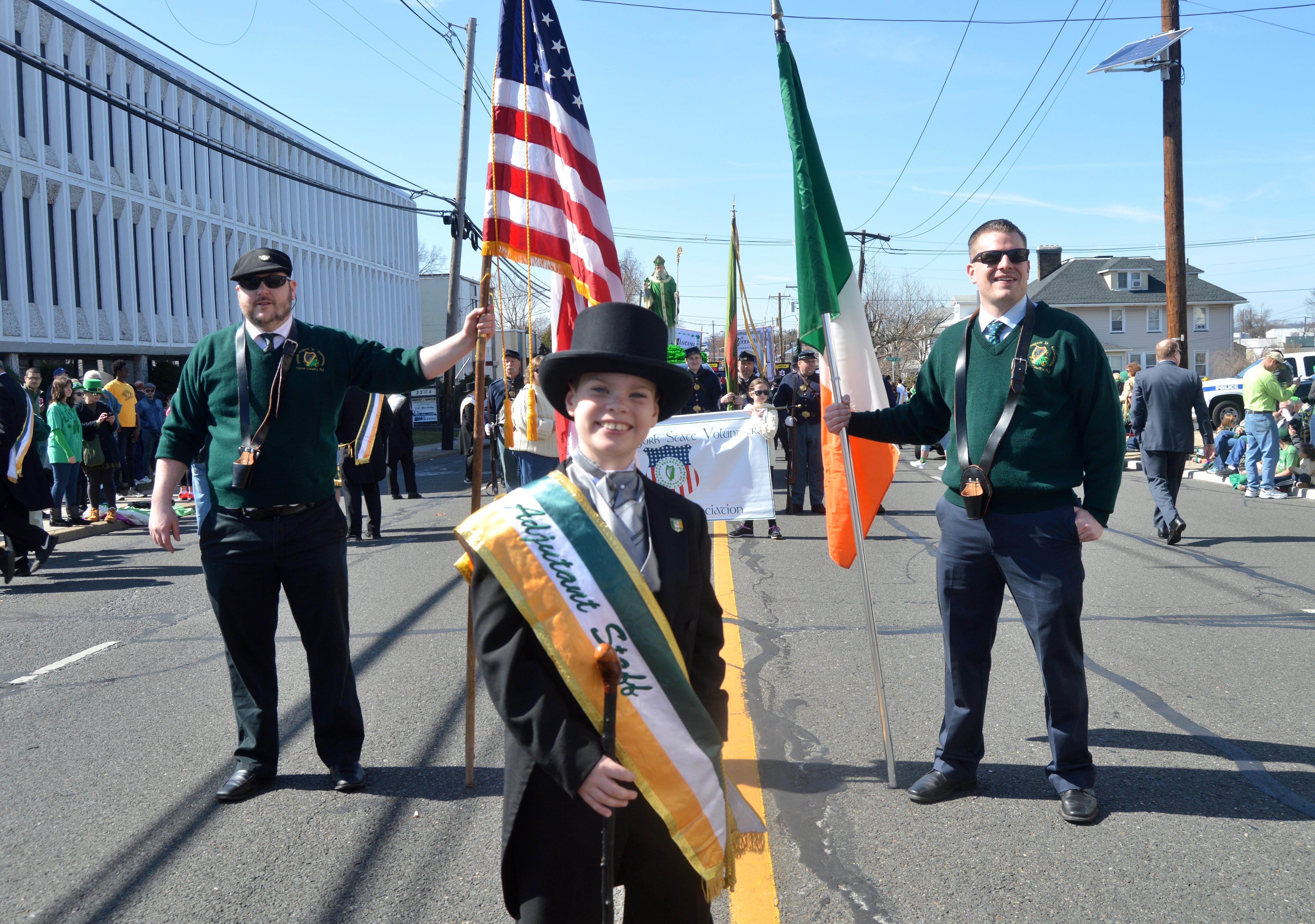 3aa555b5eb141e0367ad_St._Patrick_s_Day_2016_-_parade_start.JPG